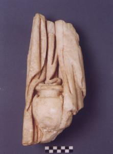 Τμήμα μαρμάρινου αγάλματος Αφροδίτης τύπου «Κνίδου», ρωμαϊκό  αντίγραφο, 2ος-3ος αι. μ.Χ., χώρος Ι. Μουσείο Παλαιόπολης-Mon Repos.