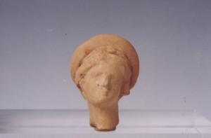 Κεφάλι πήλινου ειδωλίου Αφροδίτης, πρώιμα ελληνιστικά χρόνια, 4ος  αι. π.χ., χώρος Ι.